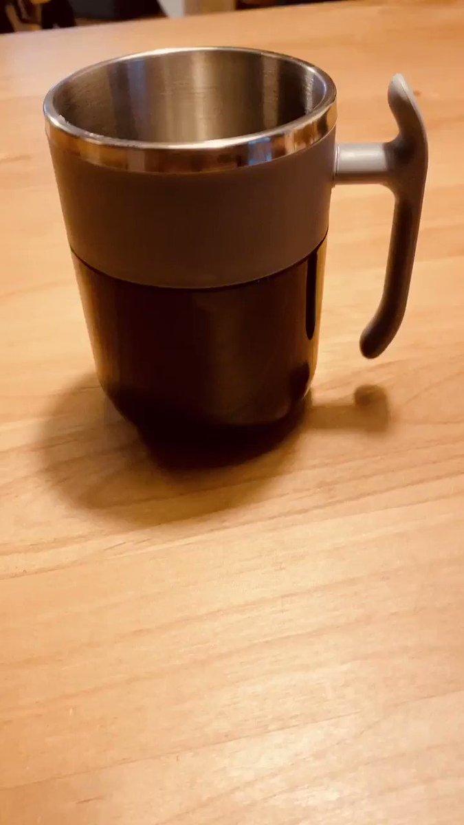 クラウドファンディングで支援してた「AUMIX」という自動かき混ぜマグカップが届いたのですがこれマジ凄いですよ…お湯の熱エネルギーを使って小さな磁石を回転させて飲み物をかき混ぜてくれます…!!!!!!