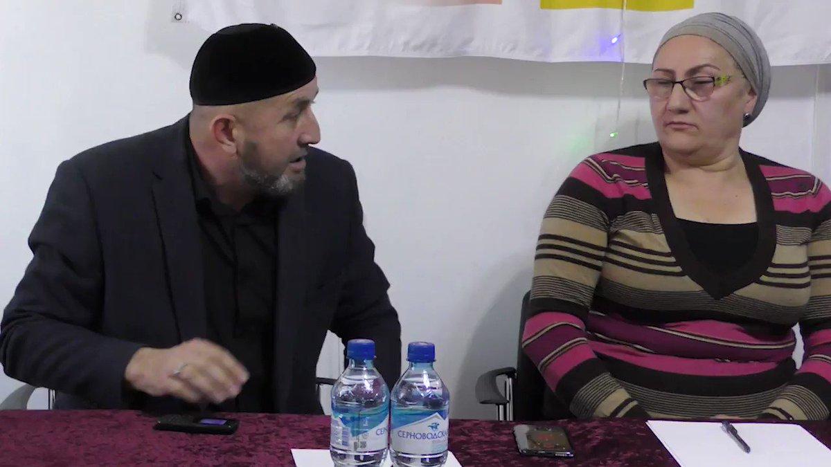 Всё зло от гаджета  Сайпуддин Гучигов о значении телефона (гаджета) в современной жизни  Телефон (гаджет) – это неотъемлемый элемент социальной жизни человека или грозный бич человечества?  #Galetki #Синтем #телефон #гаджет #Грозный #Grozny #Чечня #Chechnya pic.twitter.com/a6YfVZ40BL
