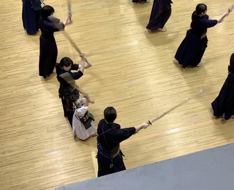 今日は娘が「行ってみたい!」と言うので朝5時から大学剣道部の朝練に参加。たぶん200人くらい大学生いるけど、一人だけ幼稚園児w