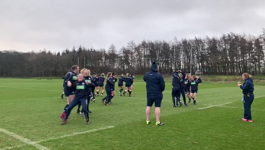 Scotland Women warm up for training with a ceilidh dance to celebrate Burns Night. 🏴 #AsOne