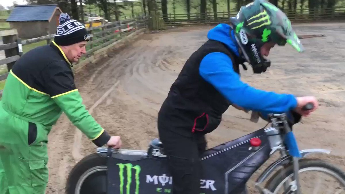 Good to have you guys over, good laugh on the podcast and fair doos to @DomHerbertson for having a go on the speedway bike, most of my mates talk about it but won't have a do. #rodeitok #goodeffort @motorbikepod https://t.co/nwEj10faRk