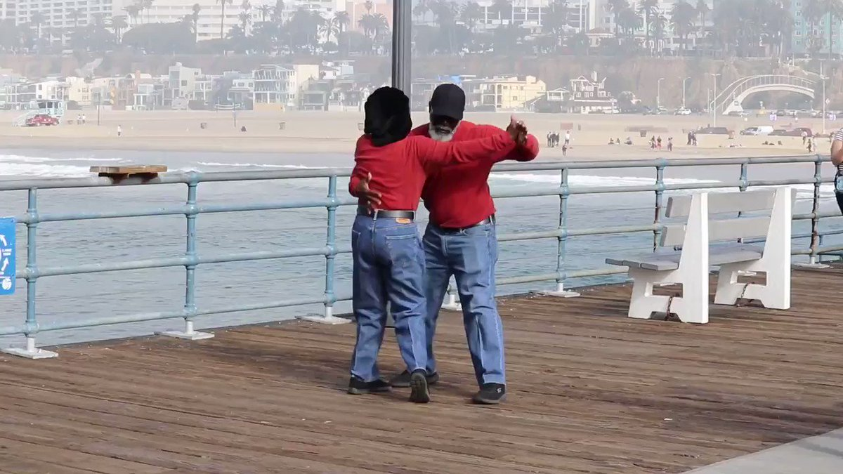 Captured this couple dancing on the pier this morning and there was no way in hell I could not share this joy.🥰🕺💃 #santamonica #california #beach #ocean  #beachlife #beachday #Dancing #LoveStory