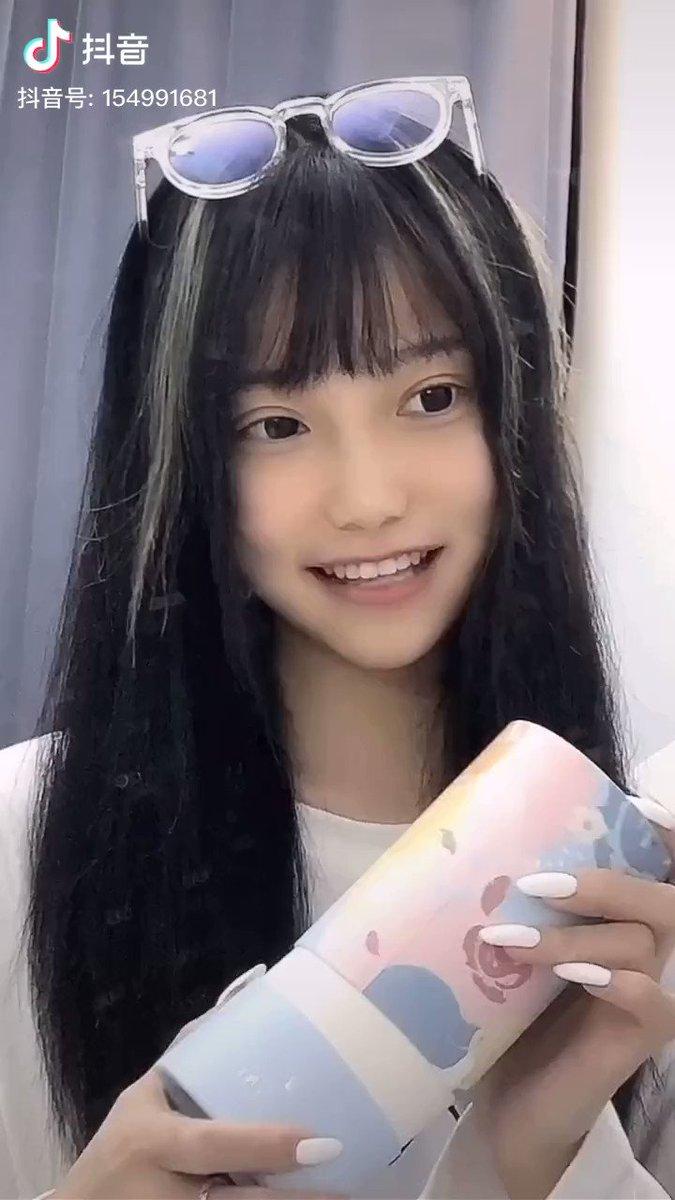 元のポテンシャルが高すぎるめちゃくちゃ可愛い女の子、小小ちゃん。この子の抖音はいつでも見てられるし、たまにあるメイクの解説動画はめちゃくちゃ参考になる🥰❤️おすすめの子🥺❤️