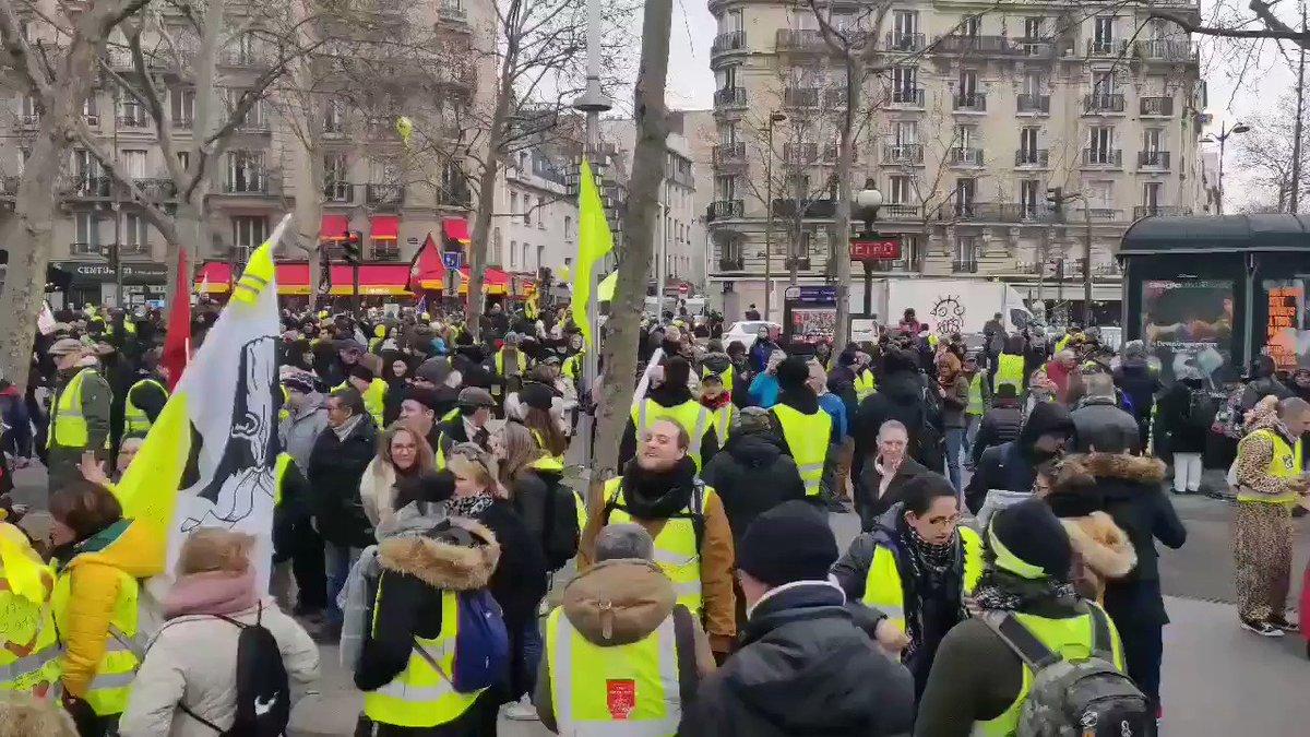 Image for the Tweet beginning: 63 weken demonstreren #giletsjaunes tegen