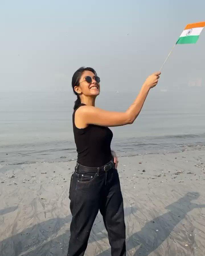 #MrunalThakur head out to the beach to celebrate #RepublicDay. #RepublicDayIndia