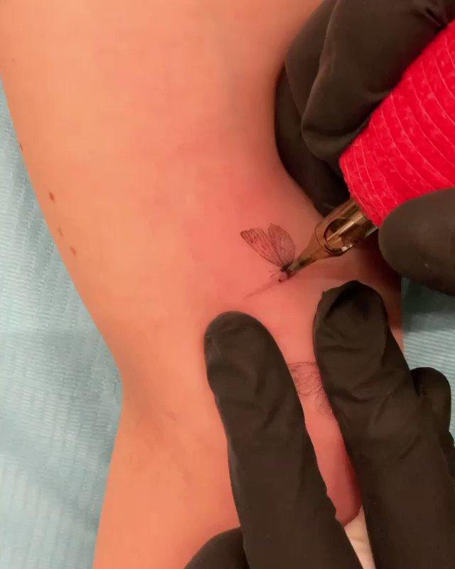 📹 | #NEWS : Katie s'est fait un nouveau tatouage par Dragon au salon Bang Bang à New York.
