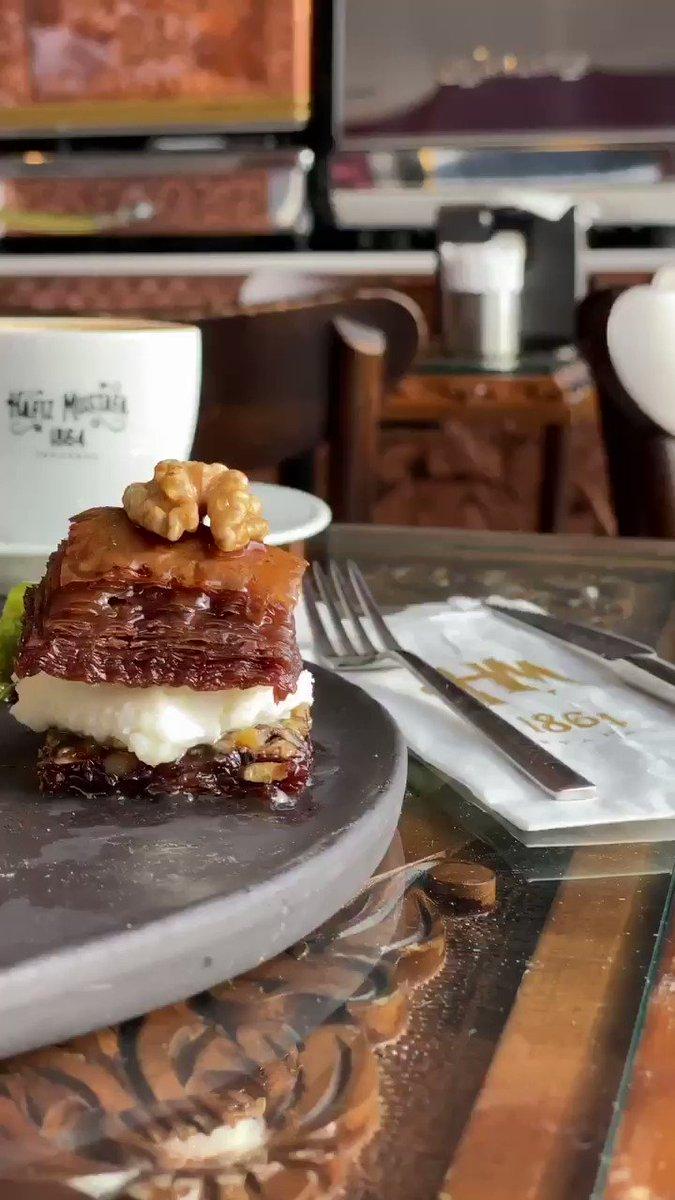 En güzel lezzetlerin adresi Hafız Mustafa  Hafız Mustafa is a adress of the most beautiful tastes.  #istanbul  #instafood  #amazing #yummy  #mutfak #tatlı #photooftheday #sweet  #hungry #eat #delight #turkishdelight #baklava #turkishbaklava #hafizmustafa #hafızmustafa1864
