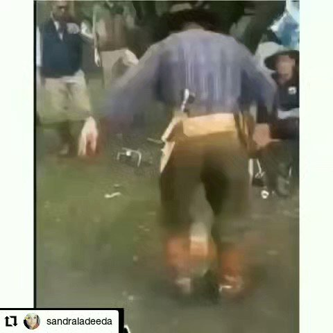 Volume up! I peed myself!! #Repost @sandraladeeda How's your night going ? #funny #kneeslapper #ouch