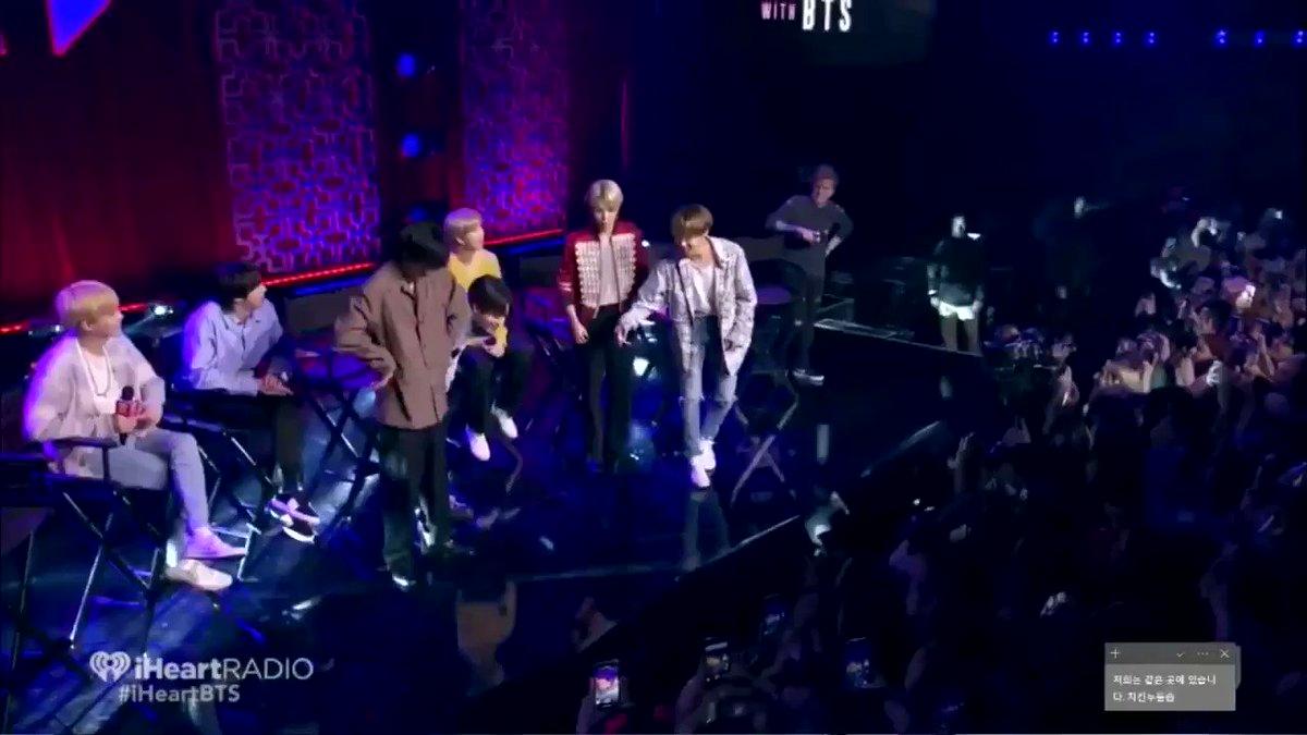 ¿Confirmamos que ver a los chicos bailar CNS fue lo mejor de la noche?#iHeartBTS #BTS @BTS_twt