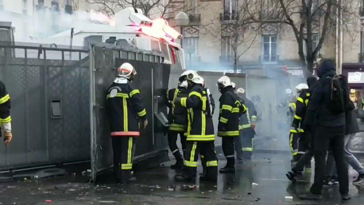 La manifestation des pompiers à Paris marquée par des tensions avec les forces de l'ordre