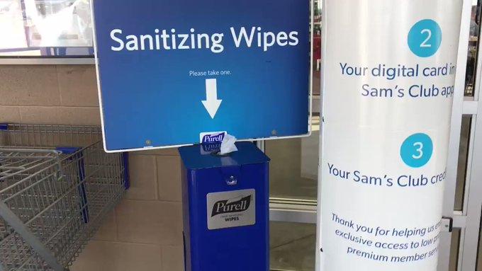 美国绝大多数超市门口都有消毒纸巾