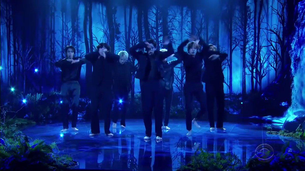 Lo que se muestra Black Swan:  ✅Maestros de la sincronización ✅Formaciones destacadas ✅Elegancia y aplomo   Es simplemente la mejor forma de arte que BTS nos dio.🤩👏🔥  #1YearWithBlackSwan  #BTS #BTSARMY #방탄소년단  @BTS_twt