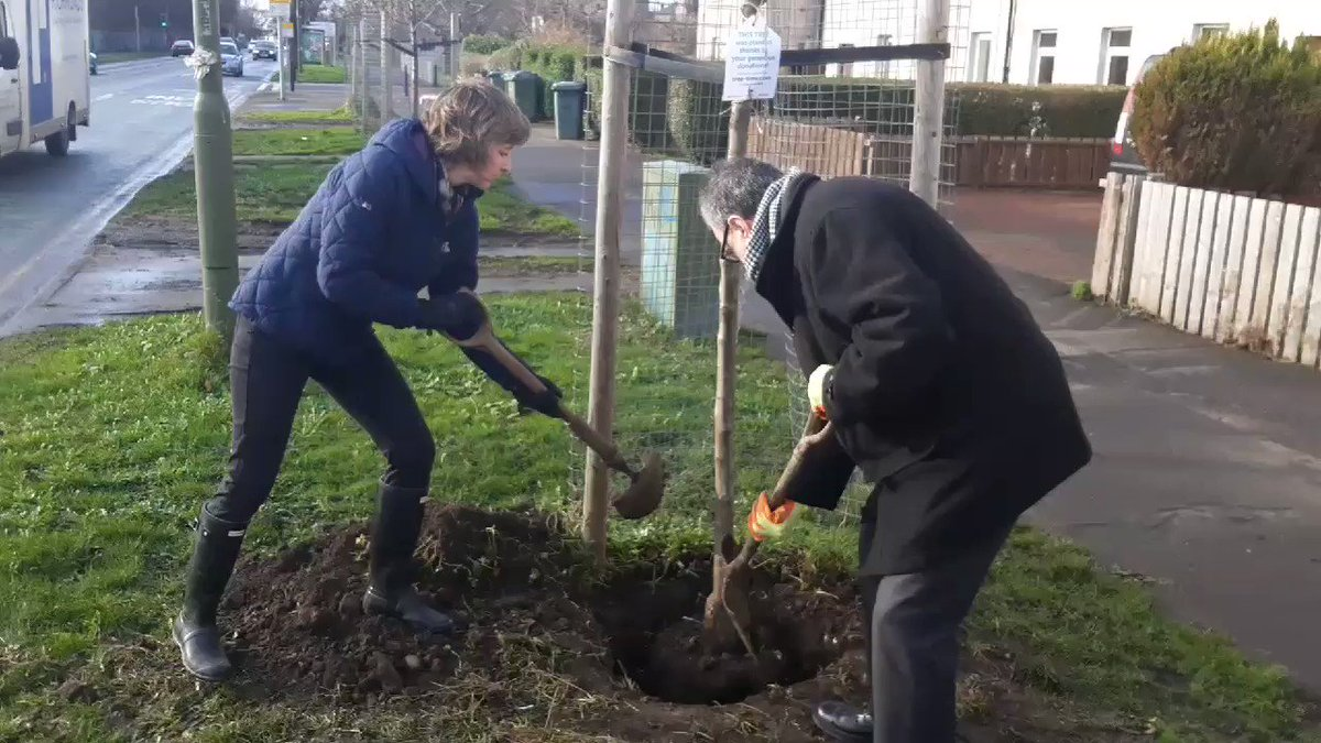 Thanks to Cllr Donald Wilson and Dr Kate Broughton for helping us to plant a tree as part of Tree Time. @greenspacetrust @CultureCmmunity @WoodlandTrust  @EdinOutdoors