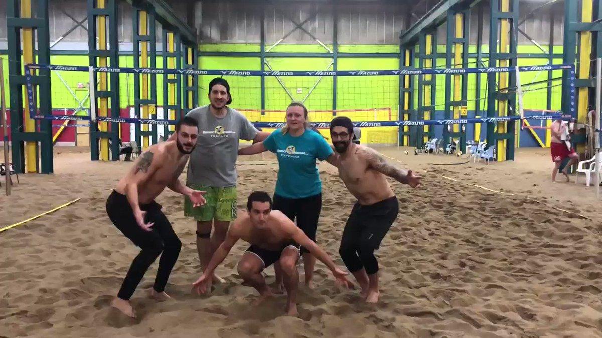 We are the champions of the last @beachblastTO co-ed league last Thursday night. #Knuckleheads #beachvolleyball #voleidepraia #campeoes #1stplace #championspic.twitter.com/mlZlSftKG2