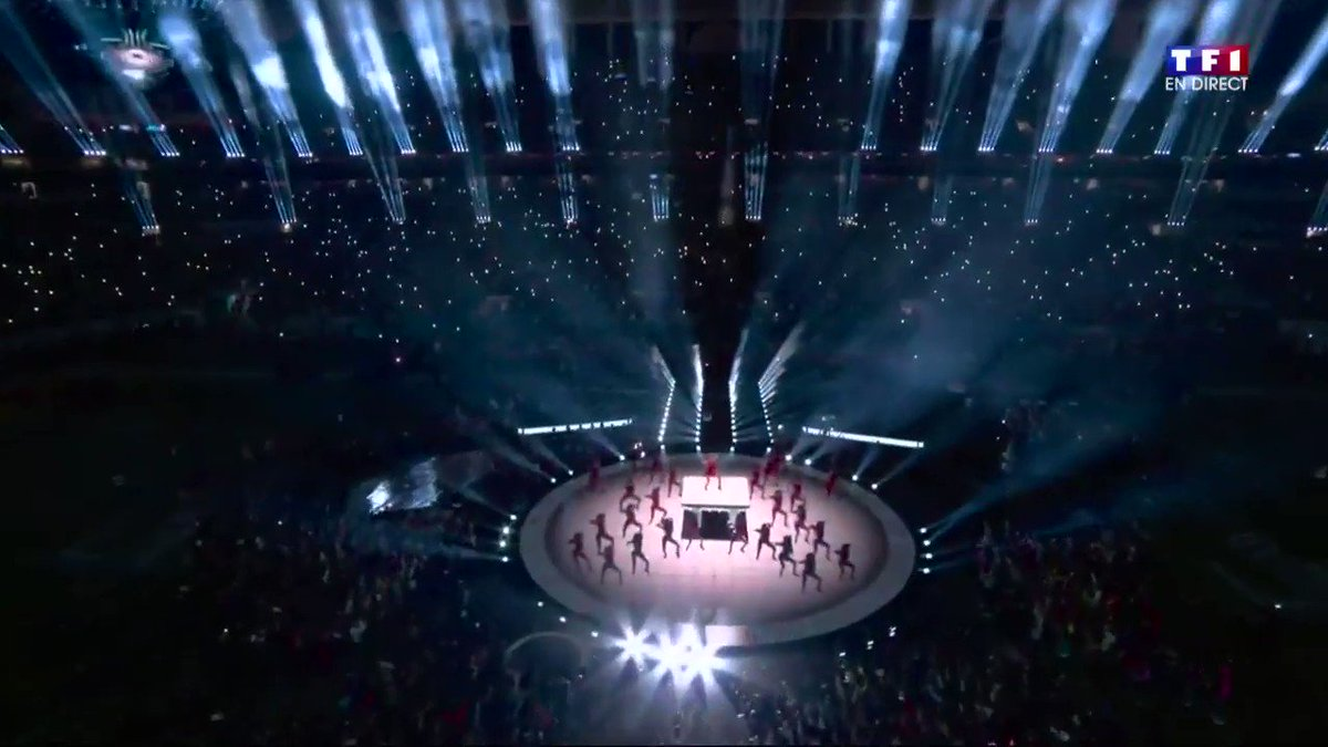 Shakira sang in different languages, Played instruments, DID AN AMAZING CHOREOGRAPHY Including Belly Dancing and Delivered VOCALS. WHAT ELSE THIS WOMAN CAN'T DO?? NO ONE'S GONNA BE ABLE TO TOP THIS EVER THIS IS LEGENDARIC  #Superbowl 🔥