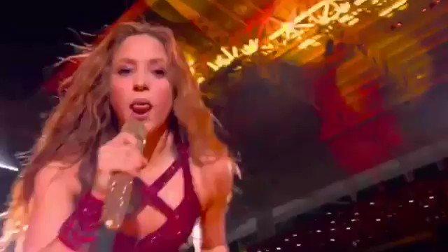Quando eu brigava com alguém e não tinha mais argumentos, eu fazia igual a Shakira #SuperBowlnaESPN
