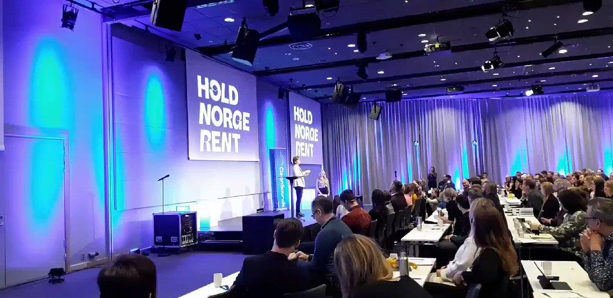 HNR konferansen, dag 2.  Flott åpning og markering av @LiseGulbransen og Statsminister @erna_solberg  '-  og så premien: 🙌👉👉Fredrikstads Sten Hellbeg vant årets Gullklype 🦸♂️