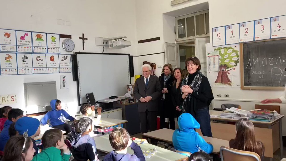 """#Roma, il Presidente #Mattarella visita a sorpresa la #scuola """"D. Manin"""" in quartiere con altissima presenza della comunità #cinese"""