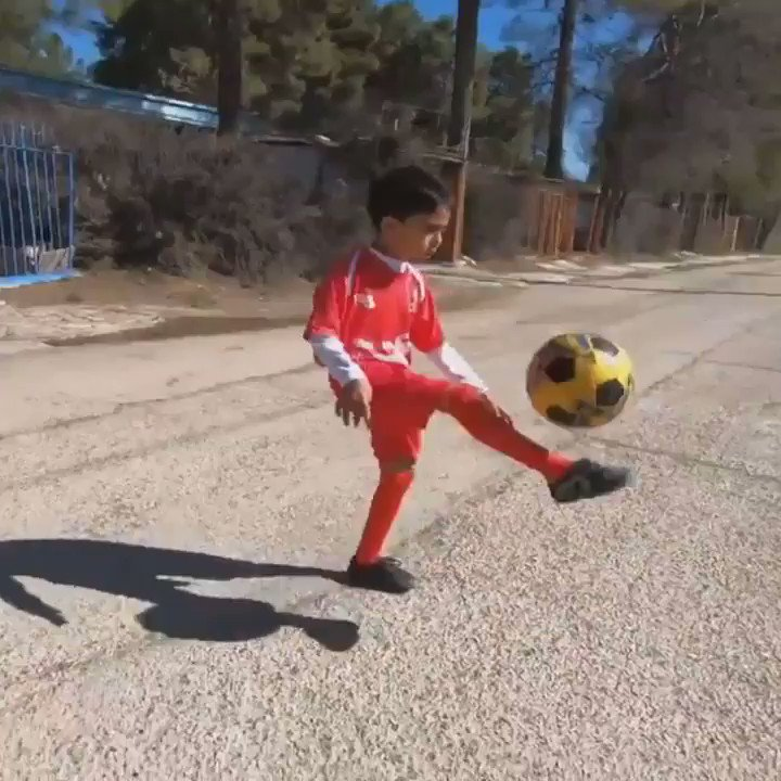 7-year-old Iranian #football sensation bends it like Mo Salah  #Iran #Sports https://t.co/WTgZhyx3Ip