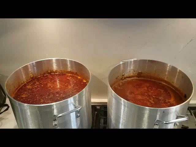 @CharlesOakley34 keeping the city warm on this cold afternoon Chili for the city made by Oak in the Kitchen! check us out 2day will be at union square 11-2 serving chili @mastersjoe @akhtarfarzaie1 @CurtOakJr @AREEDOAKLEY #Charlesoakleyfoundation #Robinhoodproject #NYC #RIPKOBE
