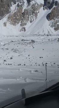 #PakistanArmy Aviation pilots rescued two foreign mountain climbers, Mr. Donald Allen Bowie (USA) and Ms. Lotta Henriikka Nakyva (Finland) from Broad Peak, #Baltoro Glacier.