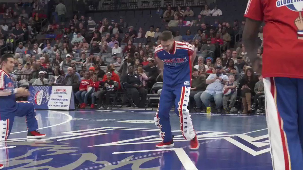 No, we didn't speed this video up... @smooveukraine is just that good 👀🔥 #HarlemGlobetrotters #PushingTheLimits