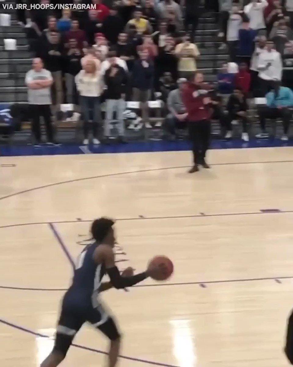 Bronny throwing it down just like his dad 🔥 (via jrr_hoops, shayzdayz/Instagram)