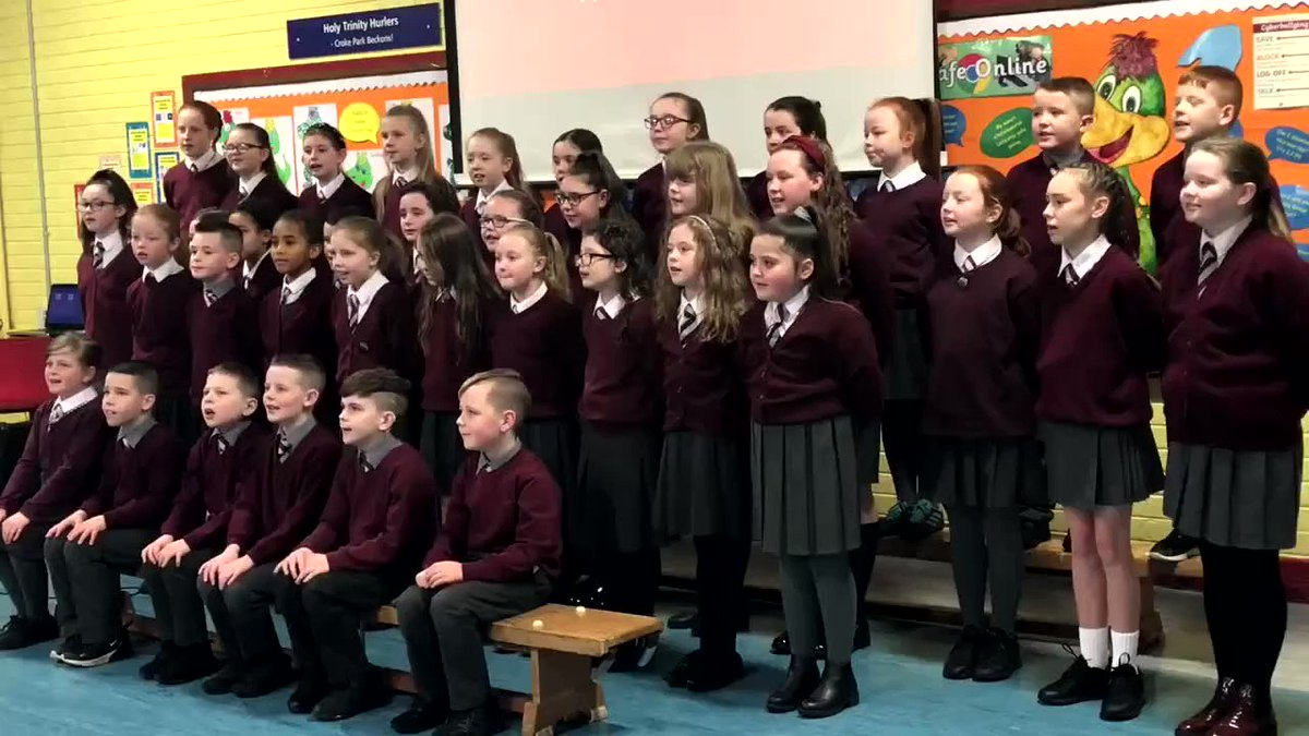 Protecting our young people online - deputy First Minister @moneillsf joined pupils from @HolyTrinityBelf on #SaferInternetDay to celebrate their recent awards in online safety education. She spoke to the pupils about the need to be aware of potential dangers of the internet ⤵️