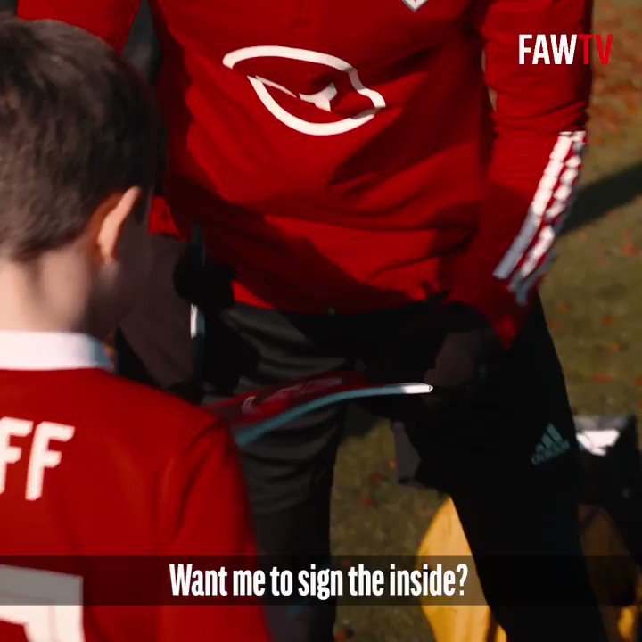🎉 @GarethBale11: Hey @lukamodric10! Fancy it? 🥳 #TheRedWall is always invited to our party 👇 🇦🇹 bit.ly/CymruAustriaTi… 🇺🇸 bit.ly/CymruUSATickets #MakeAFriendDay   #TogetherStronger