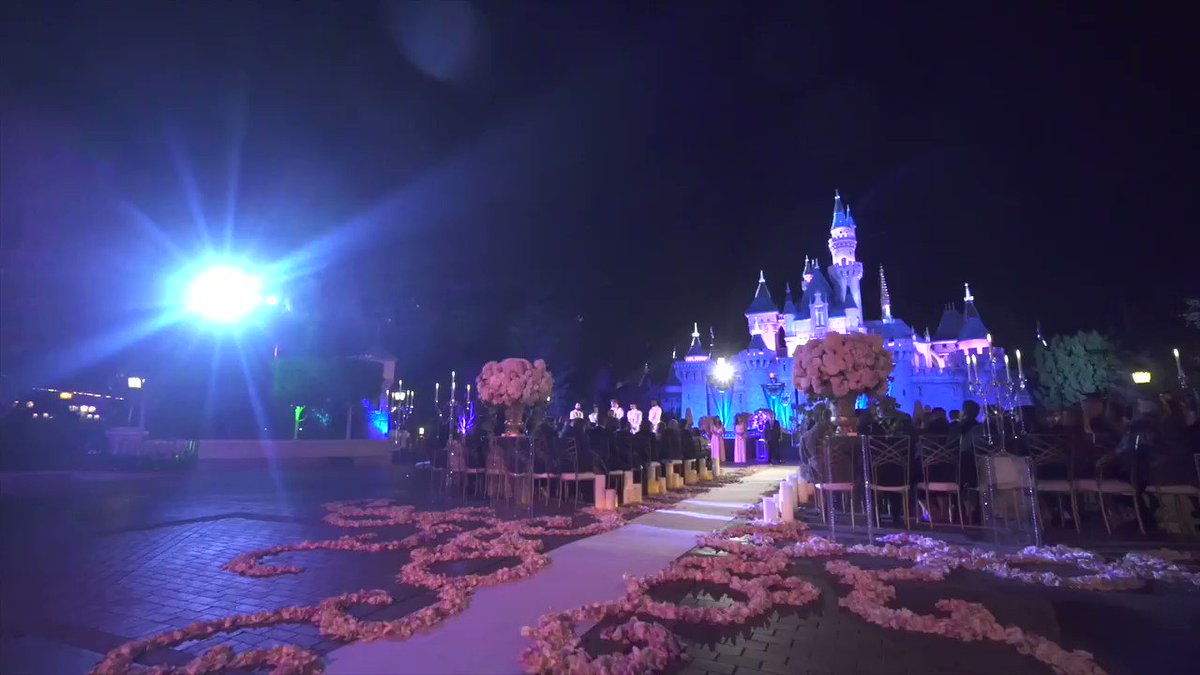 How magical does this look #princess #disney #weddingspic.twitter.com/QRwxfNMnTU