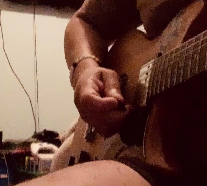 Pride and joy 🎶 love the blues ❤️❤️❤️🎸🎸@stevierayvaughan_  #bluesguitar #practicemakesperfect #stevierayvaughan