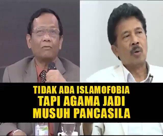 """Prof Mahfud MD di acara ILC mengatakan bahwa tidak ada Islamofobia.Disisi lain Kepala BPIP Prof Yudian Wahyudi secara mengejutkan mengatakan bahwa """"Musuh terbesar PANCASILA adalah AGAMA"""".Lets Do It Up Tagar 🚀🚀#BubarkanBPIP"""