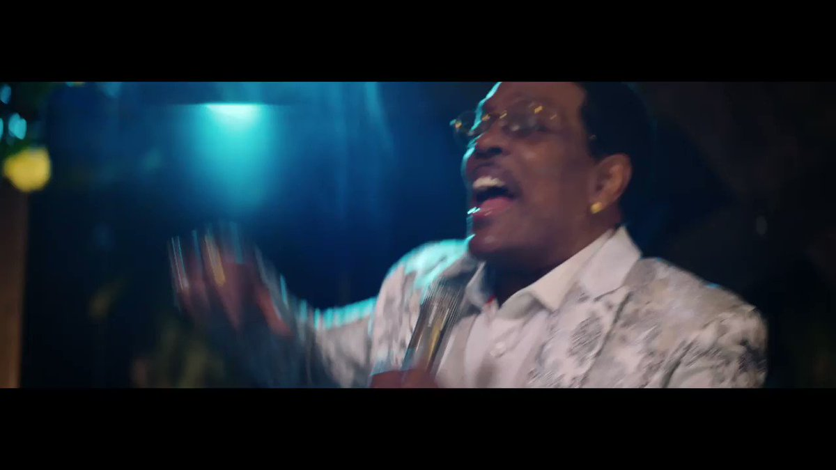 #ForeverValentine music video is OUT NOW💘 OOOH WEE! @BrunoMars @Stereotypes @DMile85  🔗https://t.co/HfEc0qwdo0 https://t.co/ky846tUDaJ