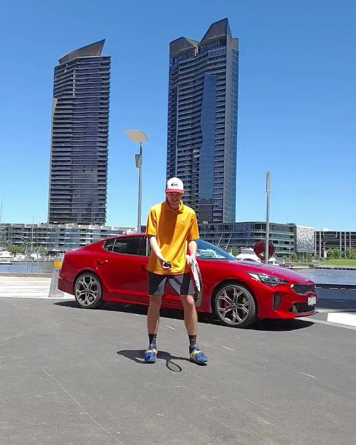 .@bensimshot était à Melbourne pour vivre l'Open d'Australie 2020 et relever le #HitItChallenge de @RafaelNadal. Et vous, en êtes-vous capables ? 🎾 #KiaTennis https://t.co/TZMBSk2vXX