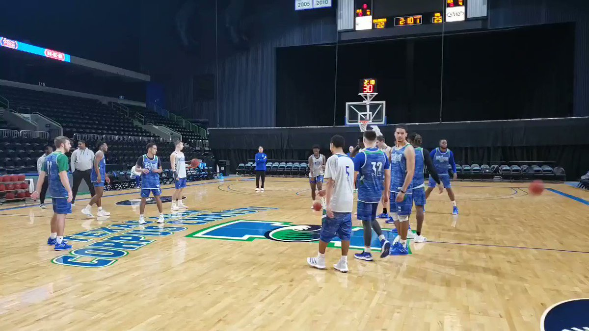 This absolute lazer of a half court shot comes courtesy of Evan Smith! #ShakasUp🤙🏀 #tamucc🏝