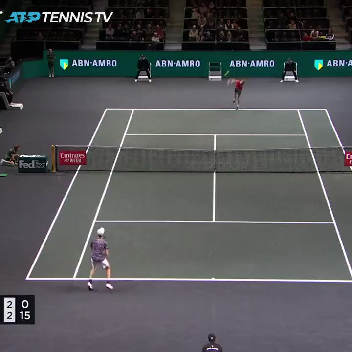 Behind the baseline at full stretch...  This @janniksin is some talent 😅  🎥: @TennisTV | #abnamrowtt https://t.co/yTo3BHtA3V
