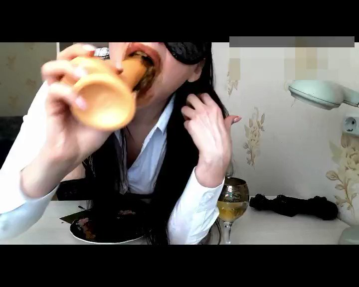 """ScatLina Official Page - 🍓my new video, """"Day of the shitty secretary."""" You can enjoy with me breakfast, lunch and dinner with three servings of fresh and three servings of frozen shit for 1 hour 20 minutes.😍"""