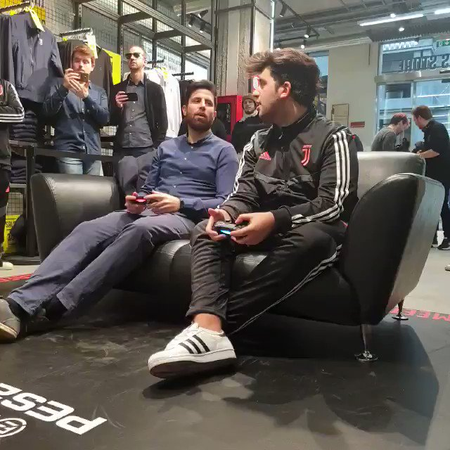 📌 From UNDICI Shot at the Juventus Flagship Store in Milan:  The Juventus Esports team play fans at @officialpes for Meet&Beat 🎮
