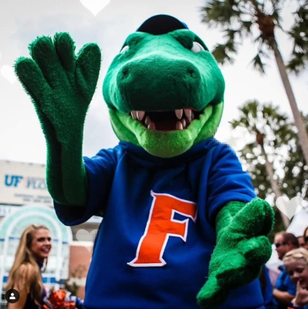 Who needs cupid when you have @AlbertGator ?! Happy Valentine's Day to the place we LOVE to be every day! @UF 💘✨