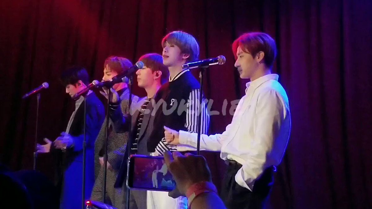 Hyungwon's mic stand dropped. This is peak comedy im freaking can't 😩