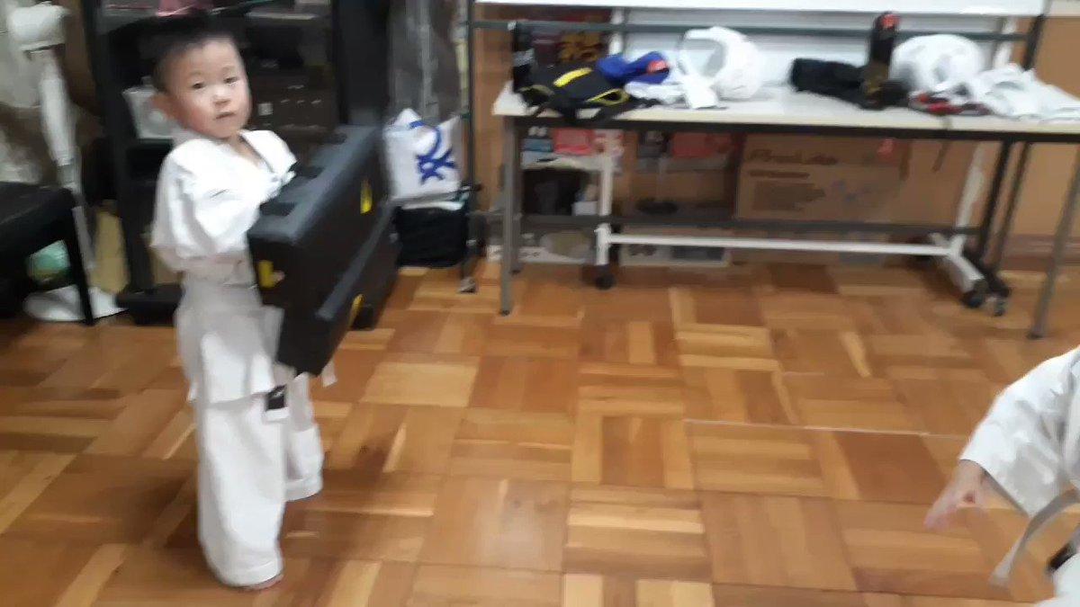 四歳の後ろ蹴り。  #玉造 #森ノ宮 #伊丹市 #伊丹スポーツセンター #玉造の空手 #伊丹の空手 #空手 #楽心会 #後ろ蹴り