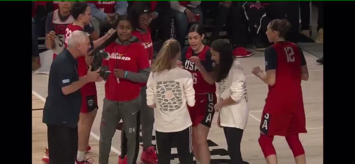 diana signing @kelseyplum10's jersey was the best part of usa basketball scrimmage 😂