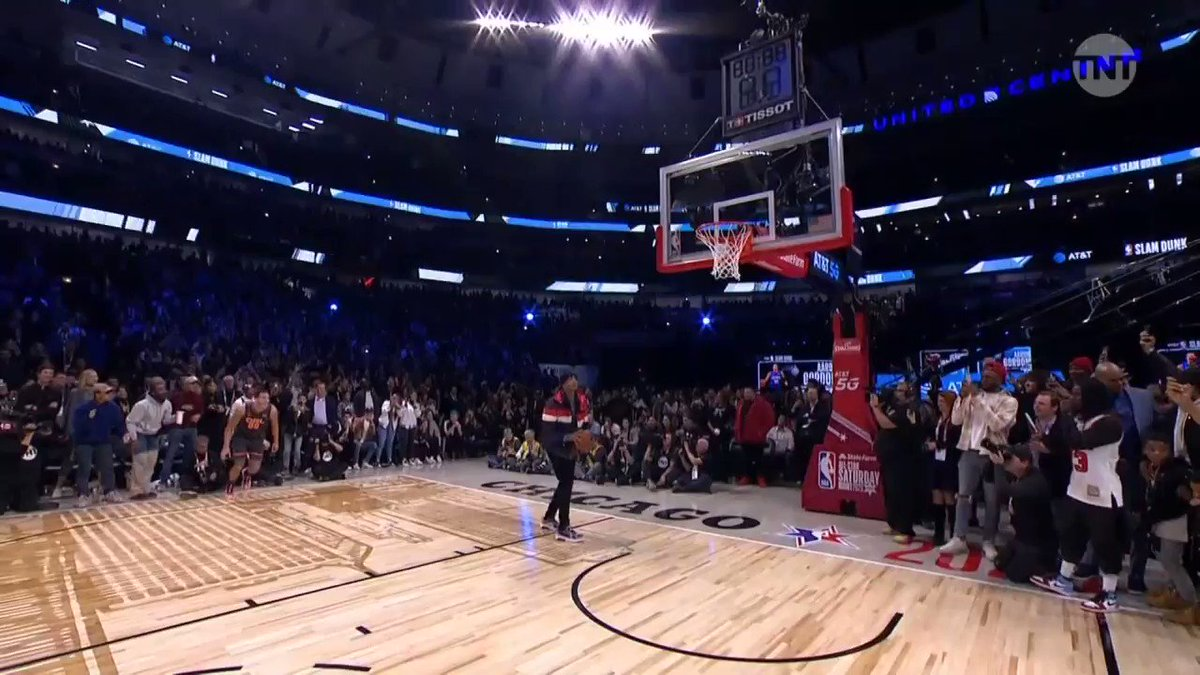 This is one of the best dunks I've ever seen.