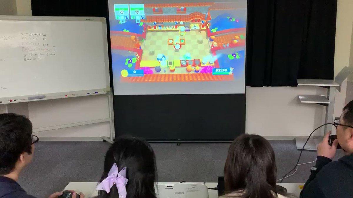 Image for the Tweet beginning: オーバクックは4人で協力して料理を作るゲーム!てんやわんやしてます🔪🍅🥒  #うちボド #ニンテンドースイッチ