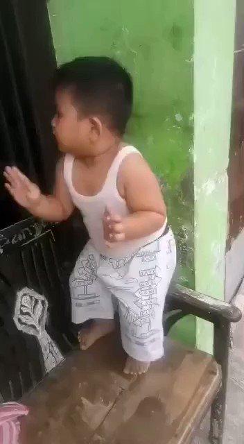 Which kind of dance it is?  #Babyboy #fun #Dancer #BB13 #cute #babynut #boy #FunniestTweets #Entertainment #tweaz #TwitterTrends #tweetclips #Tweet #tweetmepic.twitter.com/xR14v48Zel