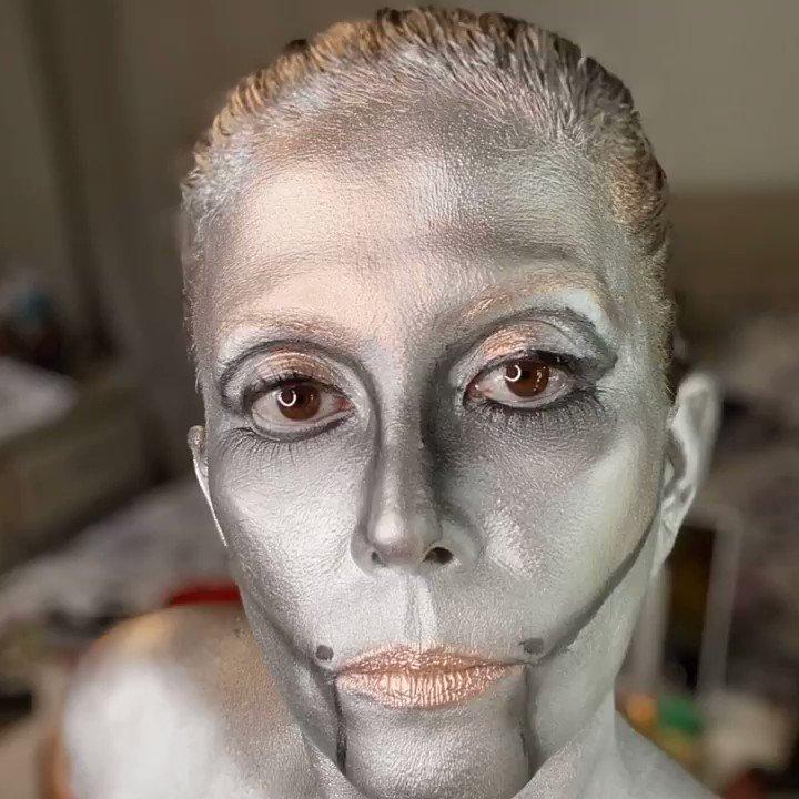 I am a space creature from the planet Venus, because men are from Mars ... hahaha 👽 Soy una criatura espacial del planeta Venus, porque los hombres son de Marte ...😉 #creativemakeup #makeup #beauty #muas #wakeupandmakeup #makeuptutorial #makeupideas  #solangemakeup #mehron