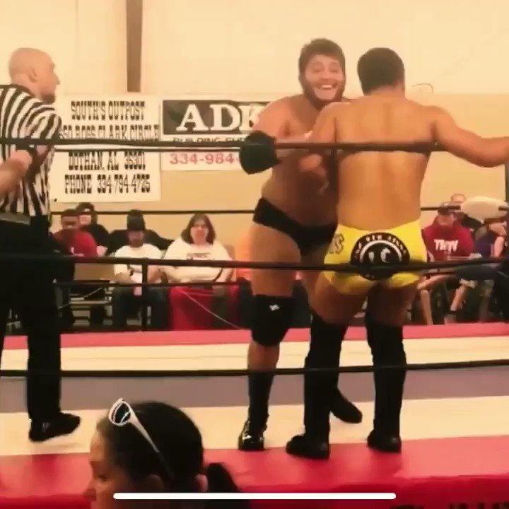 Knee be hitting like a shotgun shell 🦾#ProWrestling #ccw #wwa #bighit #wrestling