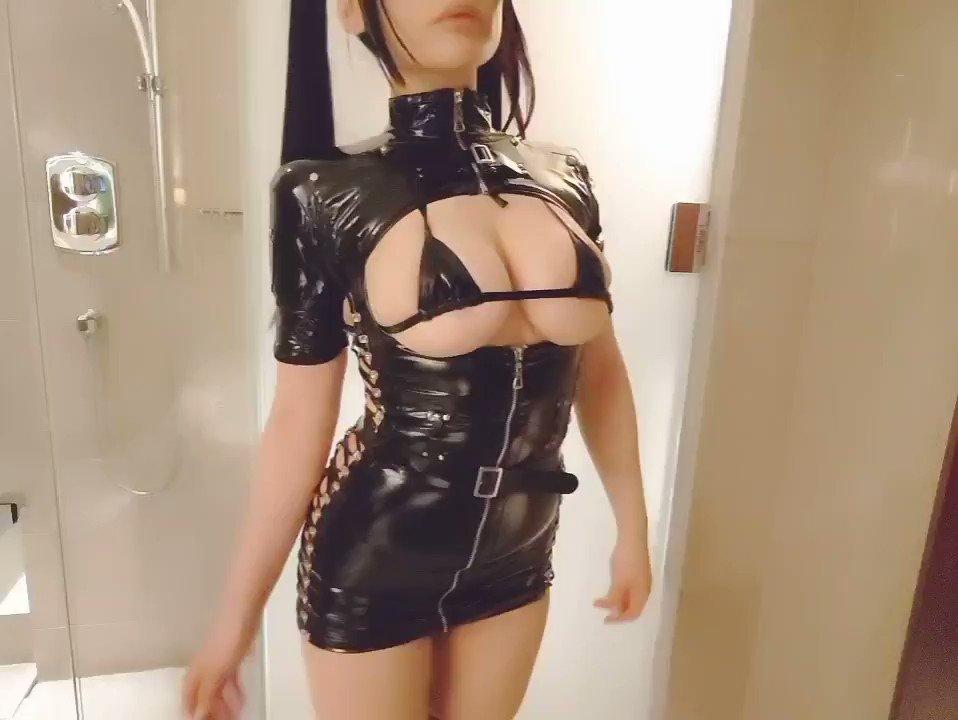 岡田ゆい 美爆乳なナースコスプレエロ自撮り