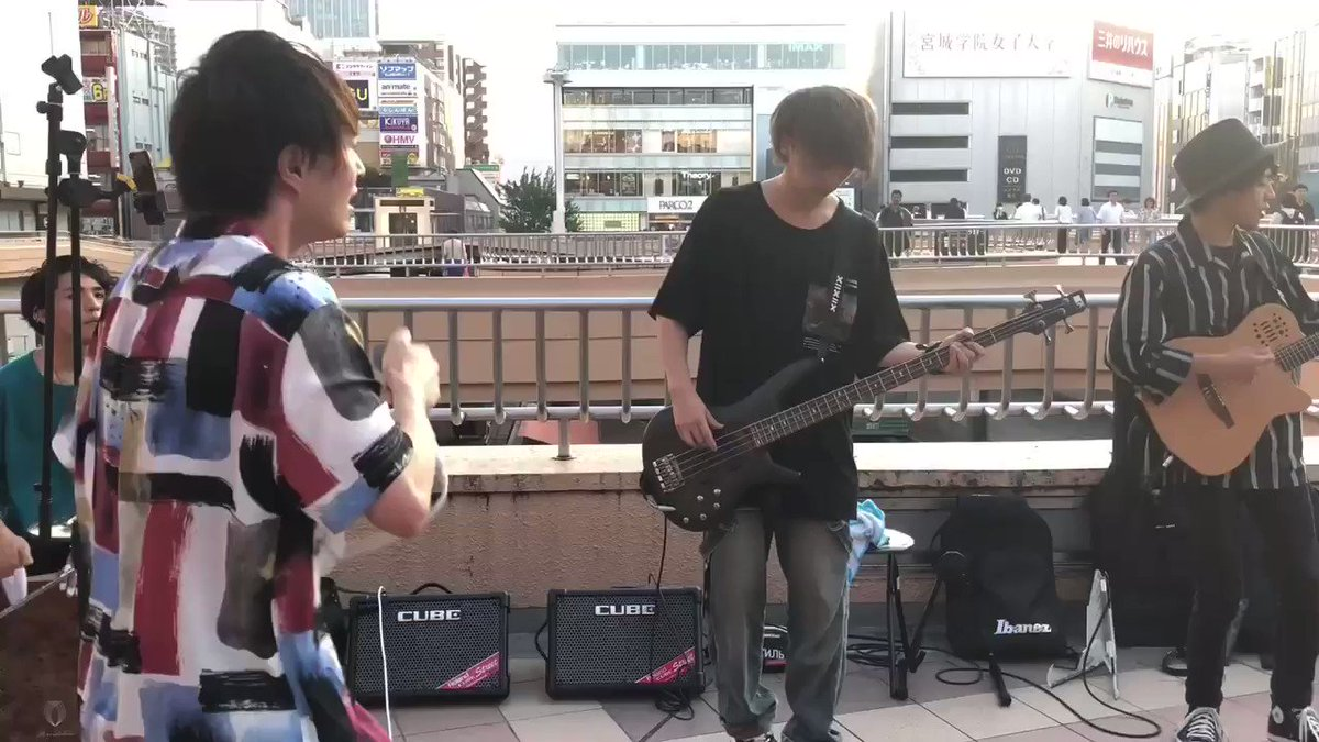 実は最近まで路上ライブやってました。Novelbright(ノーベルブライト)ってバンドのボーカルやってます。よろしく。