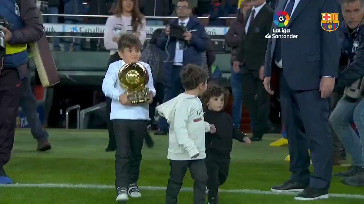 ... Y para cerrar un año perfecto, #Messi ganó su sexto Balón de Oro 🐏